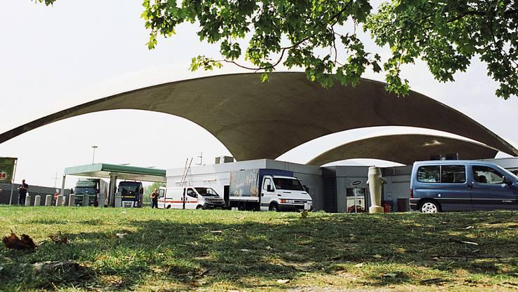 Bei der Auseinandersetzung an der Autobahnraststätte Deitingen Süd waren vier unbekannte männliche Täter involviert (Archivbild)