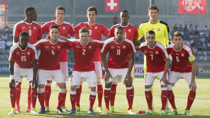 Denis Zakaria will im Nationalteam zum Stammspieler werden und wie hier mit der U21 auf dem Teamfoto posieren können.