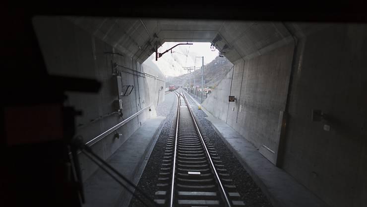 Zehntausende wollen am 1. Juni 2016 als erste Passagiere in den 57 Kilometer langen Gotthard-Basistunnel einfahren.