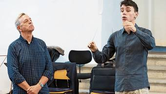 Strenges Auge, gute Schule: Douglas Bostock (links) gibt seinen Schülern Tipps.