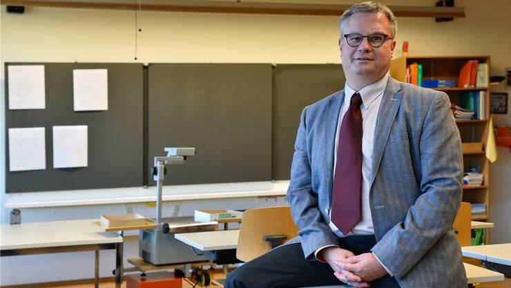 Schuldirektor Christoph Kohler bereitet die starke Zunahme vom Mobbing unter Jugendlichen Sorgen.