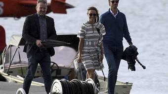 Zeit zu zweit - und mit ganzen viel Entourage und Schaulustigen: Pippa Middleton und James Matthews flittern in Sydney.