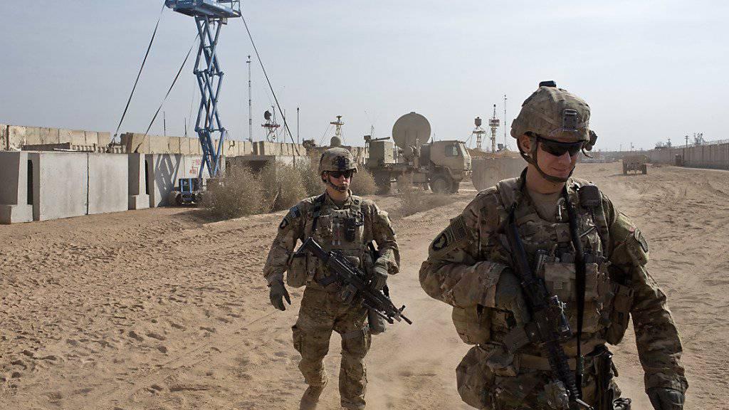 US-Soldaten auf einer Militärbasis nahe der irakischen Stadt Mossul. Die US-geführte Koalition gegen die Terrororganisation IS tötete nach eigenen Angaben im vergangenen Jahr 64 Zivilisten bei Luftangriffen. (Symbolbild)