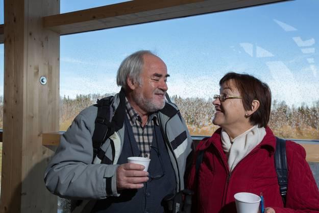 Traugott Rozetter und Jacquline Amail aus Luterbach gönnen sich an der kühlen Bergstation einen Becher wärmenden Glühwein