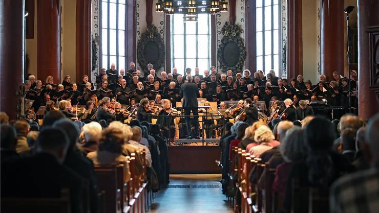 Chorkonzerte können auf ein treues Stammpublikum zählen. Hier im Bild der Bach Chor in der Martinskirche in Basel. Zlatko Mićić