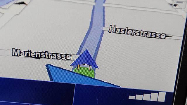 Navigationsgerät zeigt den Weg über die Zürcher Westrasse (Symbolbild)