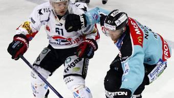 Fribourg-Verteidiger Birbaum (l.) gegen Rappis Niklas Nordgren