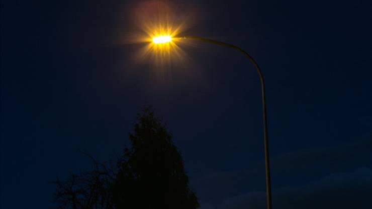 In Böttstein erhellen neu LED-Lampen die Nacht. (Archiv)