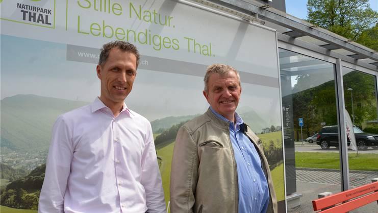 Bernhard Studer, Geschäftsführer Verein Region Thal, und Bruno Born, Präsident des Vereins, vor der Geschäftsstelle in Balsthal.