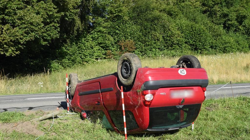 Autolenkerin verletzt sich bei Selbstunfall