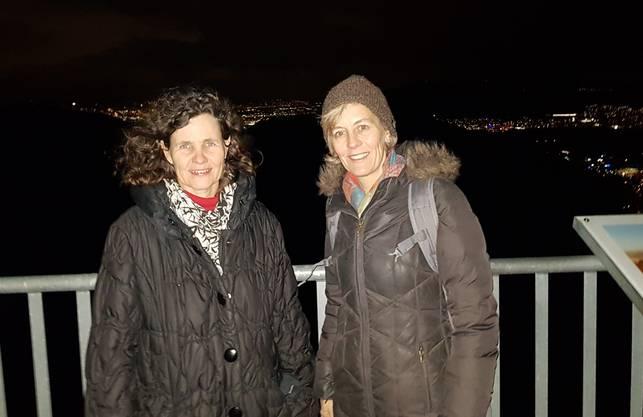 Bisherige GLP-Kantonsrätinnen Barbara Schaffner und Sonja Gehrig mit Weitblick auf dem Altberg