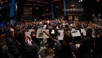 Ungewöhnliche Instrumente für ein Konzert im Z 7. Die Basel Sinfonietta brachte zeitgenössische Orchestermusik nach Pratteln.