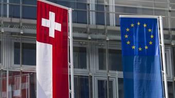 Die Fahnen der Schweiz und der Europäischen Union (Archivbild).