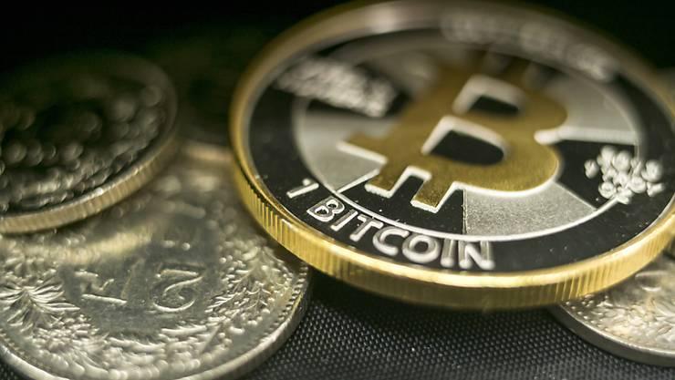 Im Sinkflug: Der Wechselkurs der Kryptowährungen wie Bitcoin bricht weiter ein. (Symbolbild)