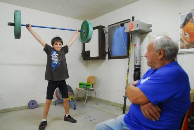 Grossvater Kurt begutachtet den Sportlernachwuchs