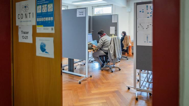 Die Mitarbeitenden des Contact-Tracing Centers erfahren, wenn eine Person aus dem Kanton Aargau positiv auf das Coronavirus getestet wird.