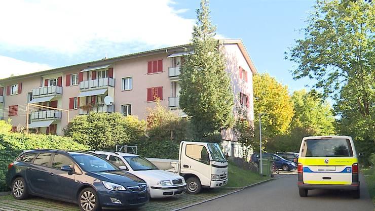Die Frau wurde schwer verletzt in ihrer Wohnung gefunden.