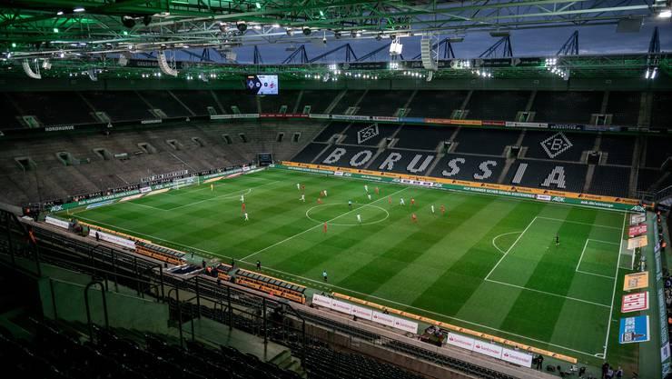 DFL-Boss Seifert stimmte die Clubs schon mal auf eine längere Phase der Geisterspiele ein, hier zwischen Borussia Mönchengladbach und dem 1. FC Köln.