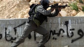 Ein israelischer Soldat in Hebron (Archiv)