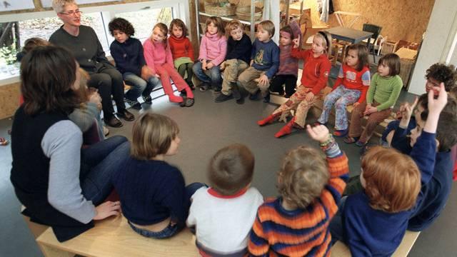 Im Kanton Basel-Stadt können künftig Kinder ohne genügende Deutschkenntnisse noch vor dem Kindergarteneintritt zum Besuch eines Förderangebots verpflichtet werden.  (Symbolbild/Archiv)