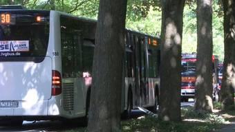 Der Linienbus im Lübecker Stadtteil Kücknitz.