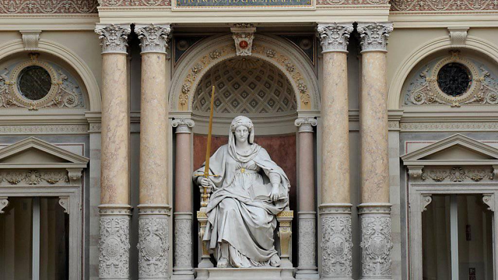Genfer Justiz muss über Taxifahrer urteilen. Justitia-Statue in Wien. (Symbolbild)