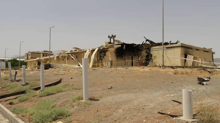 HANDOUT - Blick auf ein Gebäude der Atomanlage Natans, das von einem Feuer stark beschädigt wurde. Foto: Uncredited/Atomic Energy Organization of Iran/AP/dpa - ACHTUNG: Nur zur redaktionellen Verwendung und nur mit vollständiger Nennung des vorstehenden Credits