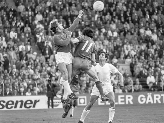 Karl Grob war einer der grossen Schweizer Torhüter der Siebzigerjahre. Er spielte von 1967 bis 1987 beim FC Zürich und absolvierte dabei allein 513 Meiterschaftsspiele für den Verein.