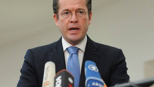 Kritik an Verteidigungsminister Guttenberg wächst
