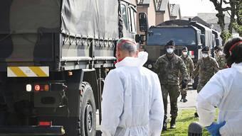 Lastwagenkonvois auf dem Weg in die Krematorien: die Bilder aus Bergamo erschüttern die Welt.