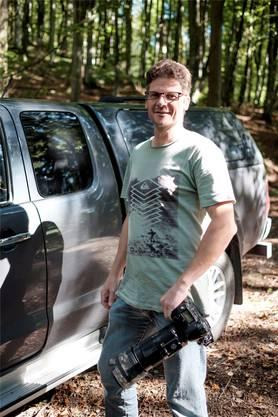 Sobald Manfred Stutz in den Pick-up steigt, in die Natur fährt und die Kamera zückt, taucht er in eine andere Welt ab.