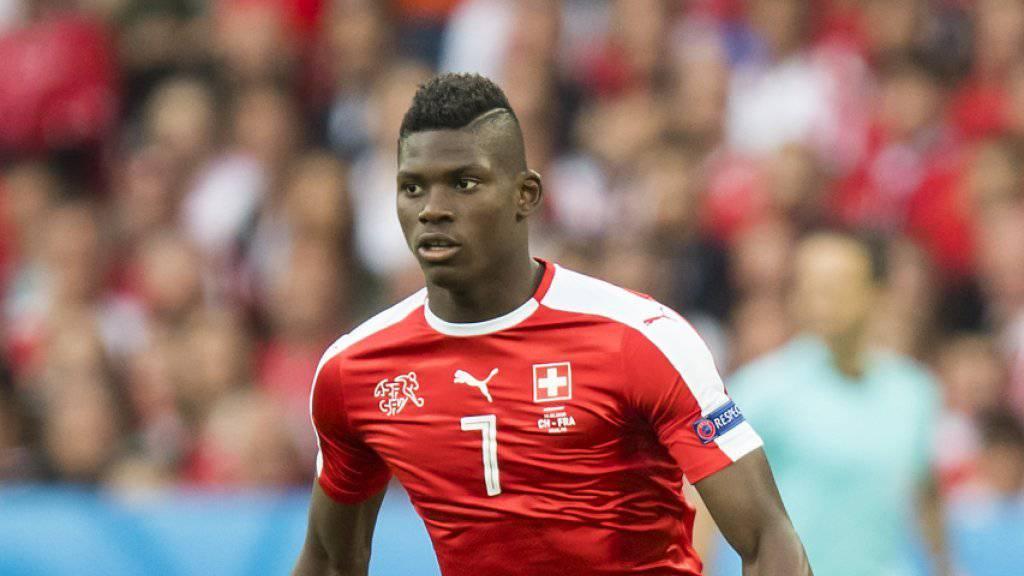 Der Schweizer Internationale Breel Embolo trägt künftig das Trikot von Schalke 04