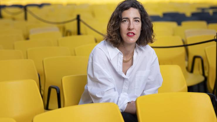 Lili Hinstin übernimmt in Locarno die künstlerische Leitung von Carlo Chatrian, der zur Berlinale gewechselt ist. Die Französin kam 1977 in Paris zur Welt, wo sie heute noch lebt. Sie studierte in Paris und Padua Kultur- und Literaturwissenschaften und gründete 2001 eine Filmproduktionsgesellschaft. Später war sie mitverantwortlich für ein auf Dokfilme spezialisiertes Festival in Paris. Von 2013 bis 2018 leitete sie das Filmfestival Entrevues in Belfort.