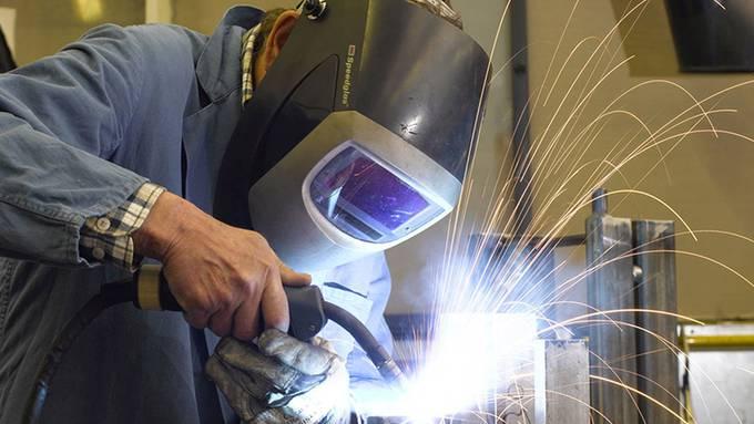 In der Tiba werden von der Blechbearbeitung bis zur Endmontage alle Arbeitsabläufe ausgeführt, auch schweissen.