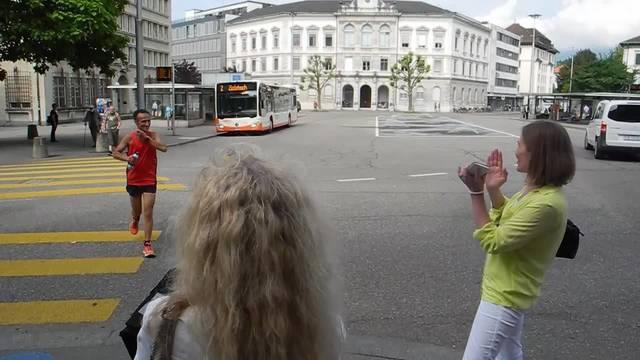 Ultramarathonläufer Eusebio Bochons legt auf seiner Schweiz-Tour in Solothurn einen Stopp ein.