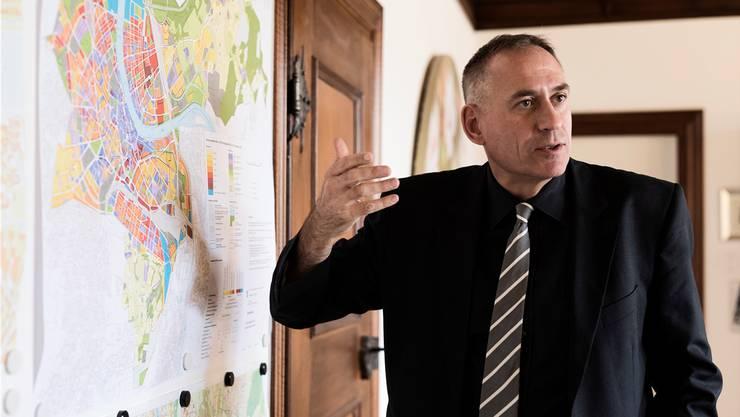 Für Regierungsrat Hans-Peter Wessels, 53, SP, Vorsteher des Bau- und Verkehrsdepartements,  ist die funktionale Stadt Basel weit grösser als ihre politischen Grenzen.