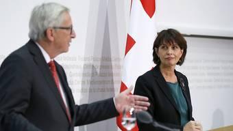 Die EU will die Schweizer Regulierung der Börsen nur befristet für ein Jahr mit jener der EU für gleichwertig erklären und nicht unbefristet, wie seitens der Schweiz erwartet wurde. Im Bild: EU-Kommissionspräsident Jean-Claude Juncker und Bundespräsidentin Doris Leuthard. (Archivbild)