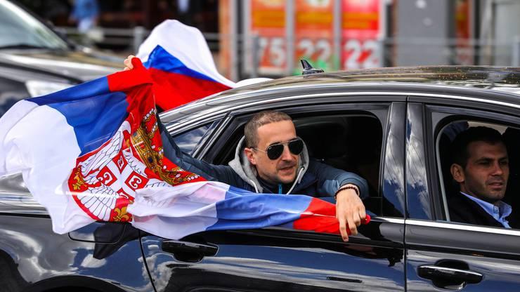 ... wie auch die serbische.