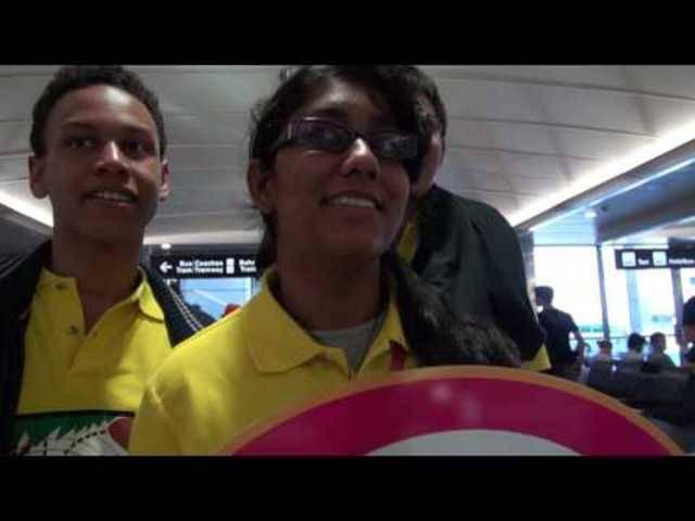Tag 1 der internationalen Physik-Olympiade: Die Studenten aus allen Ländern kommen in Zürich an