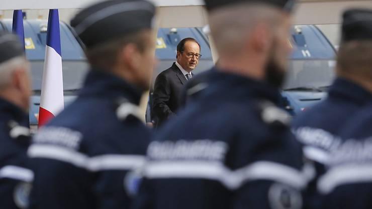 """Hollande will den """"Dschungel von Calais"""" und somit ein Kapitel schliessen, das immer mehr zu einer politischen Hypothek für den französischen Präsidenten geworden ist."""