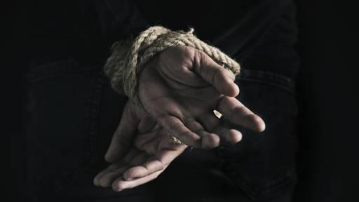 84-Jähriger verprügelt: Täter sollen Opfer gekannt haben
