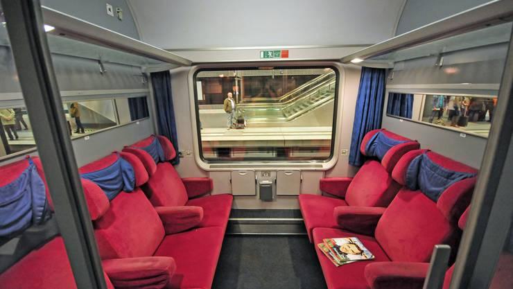 Die ausrangierten Eurofima-Züge zeugen von grosser Vergangenheit.