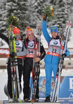 Selina Gasparin (Mitte) freut sich über den Sieg.