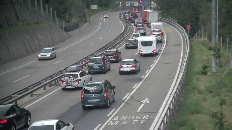 Die Situation vor dem Gotthard in Fahrrichtung Süden am Samstagmorgen