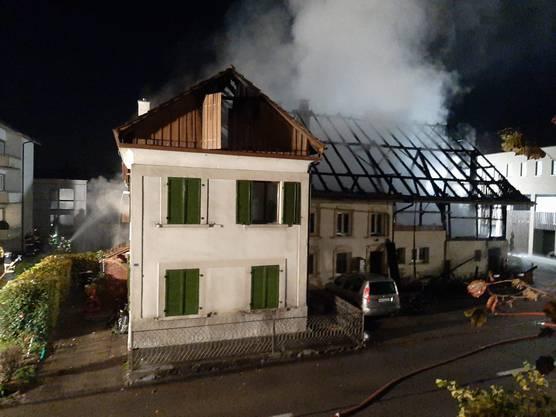 In Stetten brannte ein Mehrfamilienhaus komplett ab.