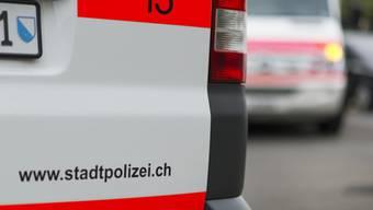 Die Stadtpolizei nahm drei mutmassliche Diebe fest, ein vierter musste in kritischem Zustand von Schutz und Rettung ins Spital gebracht werden. (Symbolbild)