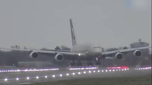 Wahnsinns-Landung in Heathrow: A380 steht quer zur Landebahn!