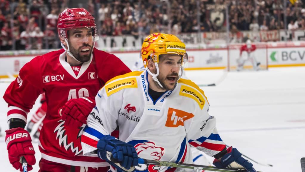 Lausannes Stürmer Etienne Froidevaux (links) gegen Garrett Roe von den Lions.