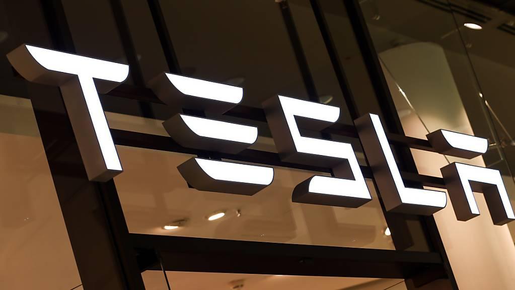Der Autobauer Tesla hat die Finanzmärkte mit gemischten Quartalszahlen und einem vagen Ausblick enttäuscht. (Archivbild)
