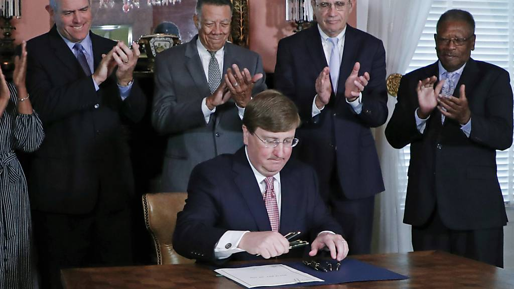 Gouverneur unterschreibt Gesetz: Mississippis Flagge ist Geschichte